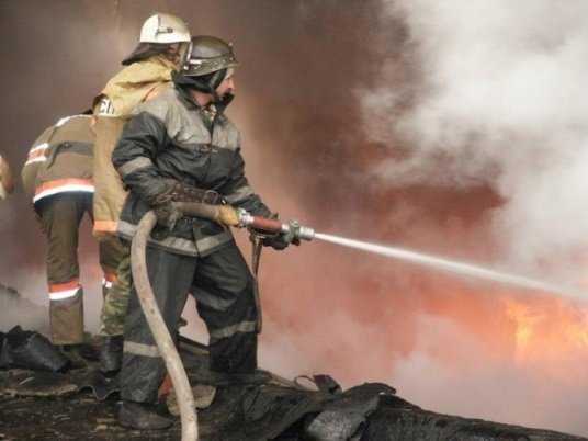 Брянские огнеборцы вынесли из пожара 77-летнюю бабушку
