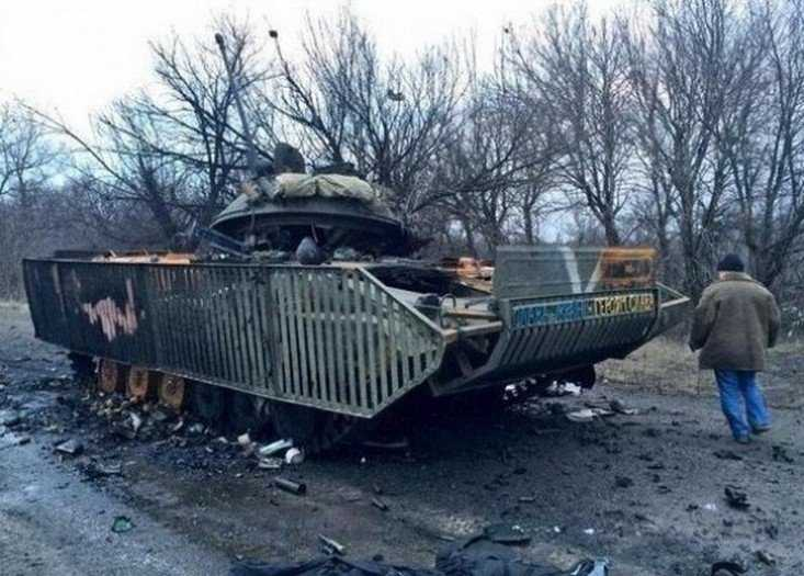 Украинцы подкатили ржавые БТРы к брянской границе