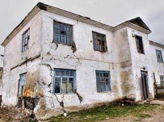 Суд заставил чиновников переселить брянцев из аварийного дома