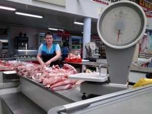 На брянском рынке подешевело мясо и подорожали яйца