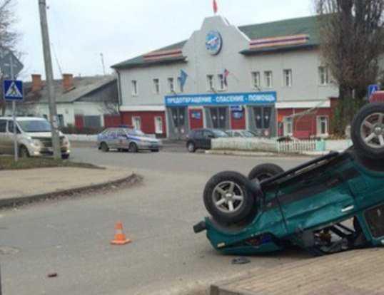 В Брянске столкнулись «Нива» и «Газель» — пострадали люди