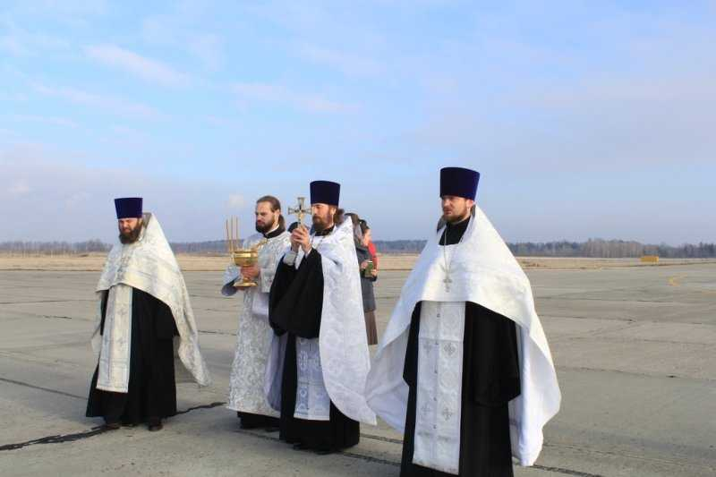 В Брянске освятили здание аэропорта и взлетно-посадочную полосу