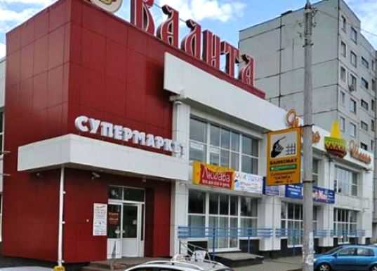 Иномарка сбила женщину возле супермаркета в Брянске