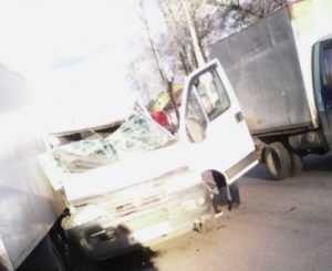 В Брянске маршрутка протаранила стоявший фургон