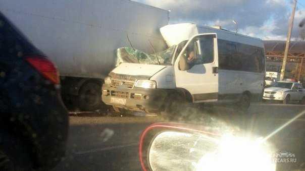 Несколько брянцев пострадали при столкновении автобуса и фургона