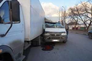 Водитель врезавшейся в фургон брянской маршрутки оказался лихачом