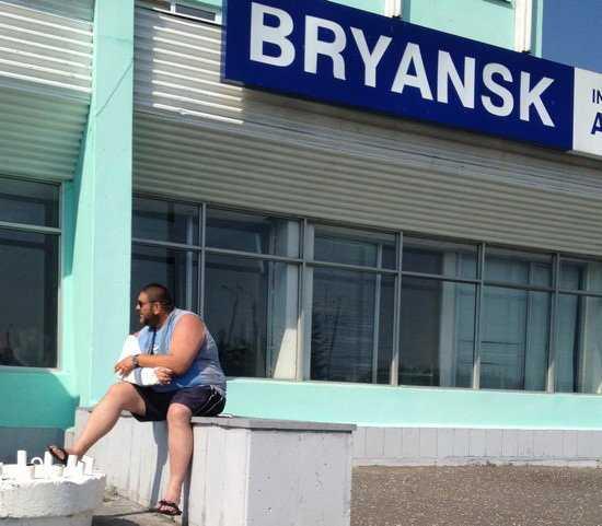 Более шести тысяч брянцев не смогут выехать в Париж из-за долгов