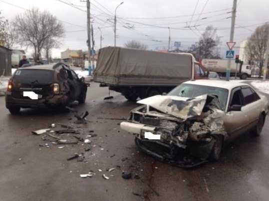 При столкновении 4 машин в Брянске пострадала беременная  женщина