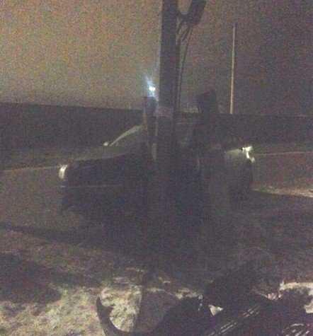 В Брянске водитель «Тойоты» превратил столб в фейерверк