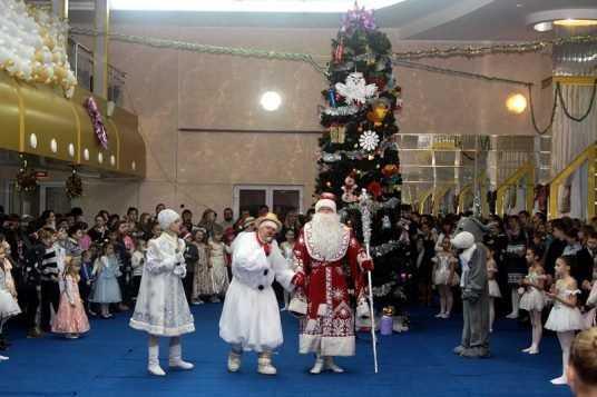На ёлку мэра Брянска пригласили более 700 детей-сирот