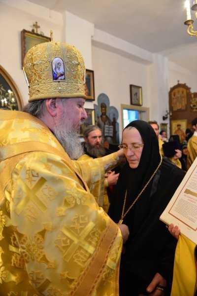 Брянский митрополит Александр возвел в сан игумении монахиню Серафиму