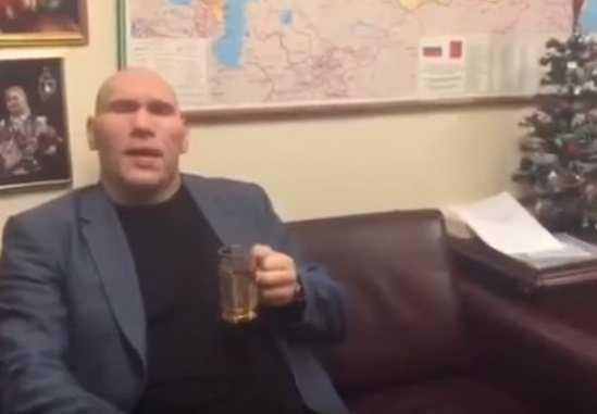 Николай Валуев поздравил брянских «Бабкиных внуков» с юбилеем (видео)