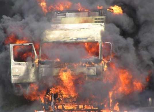 В брянском селе потушили горевший грузовик
