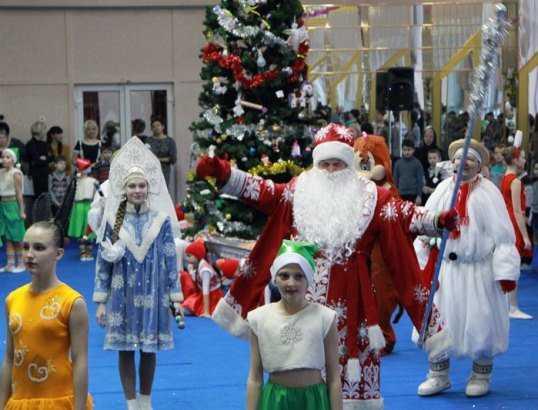 В Брянске новогоднюю сказку подарили 400 сиротам