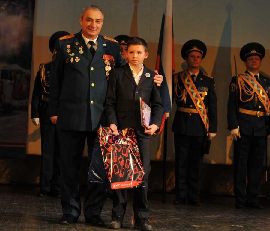 Брянского школьника наградили за спасение мальчика с Украины