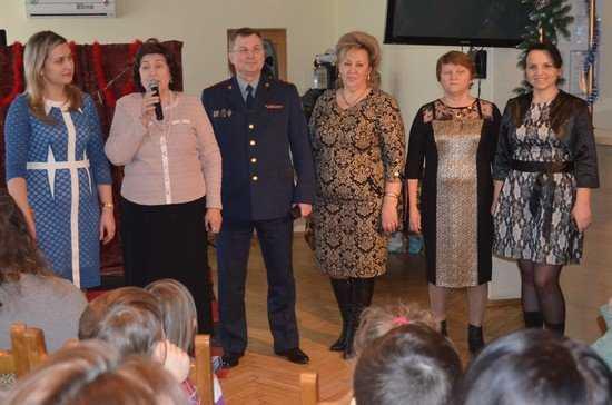 Детям осужденных родителей в Брянске подарили  «Зимнюю сказку»