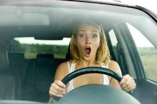 В брянском посёлке автомобилистка протаранила фонарный столб