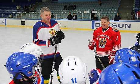 Брянский губернатор провел тренировку с хоккеистами