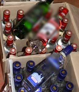 У брянской подпольщицы изъяли 140 бутылок спиртового пойла