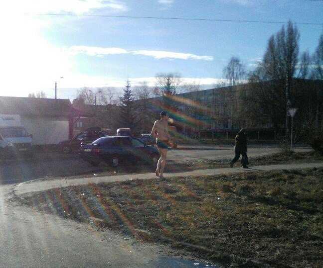С первыми морозами на улицы Брянска вышли голые горожане