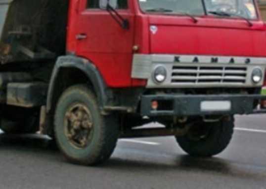 На брянской трассе «КАМАЗ» протаранил стоявшую фуру