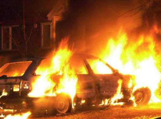 В брянском посёлке сгорела легковушка