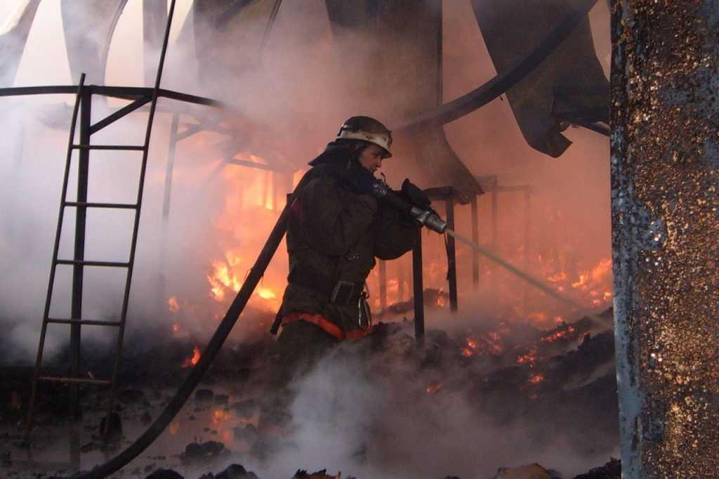 В брянском райцентре сгорел магазин