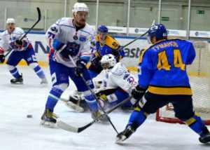 Хоккейный «Брянск» одержал первую победу при новом тренере