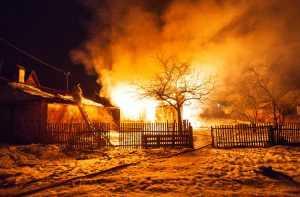 Восьмерых брянских детей и их родителей пожар лишил крыши над головой