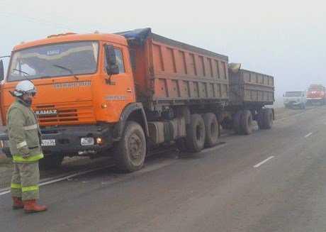Под Брянском столкнулись два «КамАЗа» — ранены водители