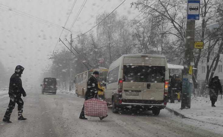 Опаздывающих на работу из-за метелей брянцев избавили от наказаний