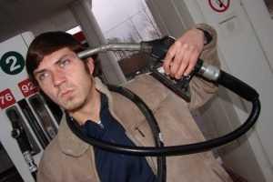 Депутаты потребовали снизить цену бензина
