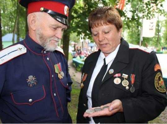 Внучке героя вручили найденный на Брянщине орден Красной звезды