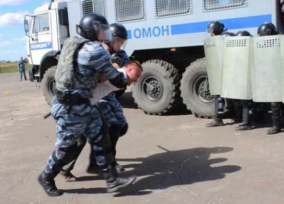 Брянские студенты десантировались в полицию (видео)