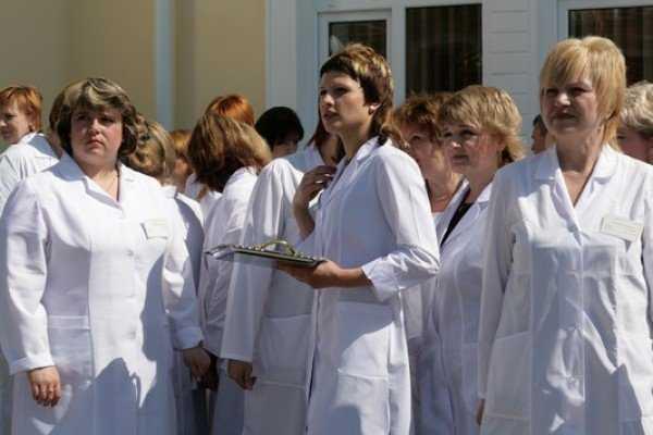 Молодым брянским врачам пообещали 20 квартир