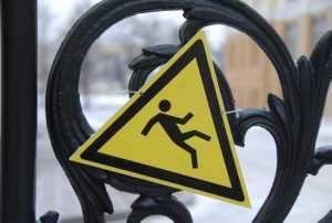 Рабочий брянского комбината скончался после падения