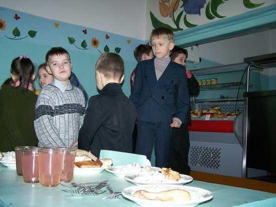 Брянские школы задолжали за продукты «серьезную» сумму