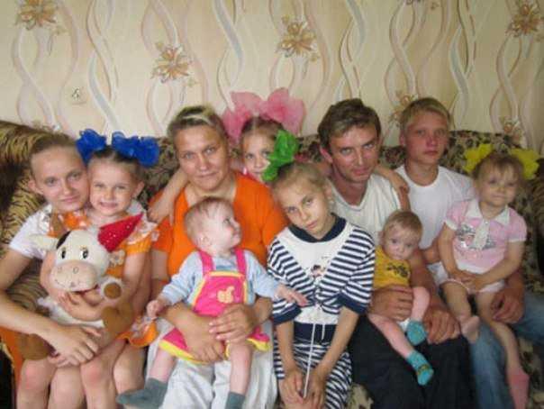 Брянские власти подарили пострадавшей многодетной семье две квартиры