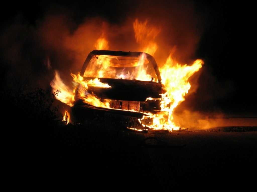В Брянске сгорела легковушка