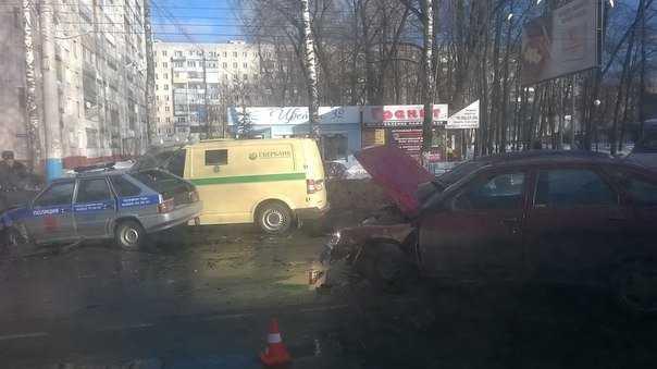 В Брянске столкнулись полиция и инкассация