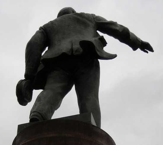 Украина начала возвращаться от Тягнибока к Ленину