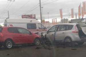 В Брянске напротив «Аэро-парка» стукнулись две иномарки
