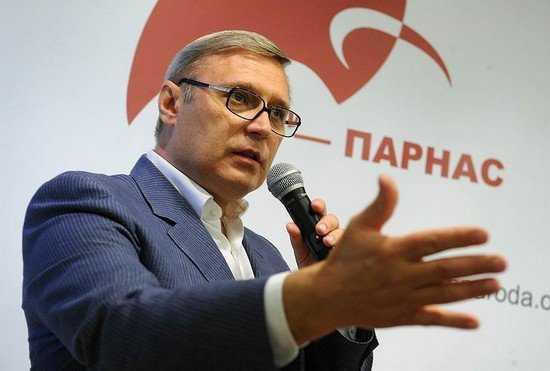 Михаилу Касьянову едва не нанесли страшное ранение тортом
