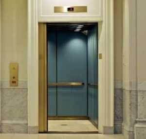 Чиновников администрации Брянска спасли от коварного лифта