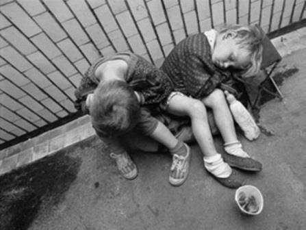 В Брянской области мать превратила детей в попрошаек