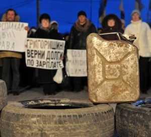 В украинских Сумах начались забастовки и митинги с покрышками