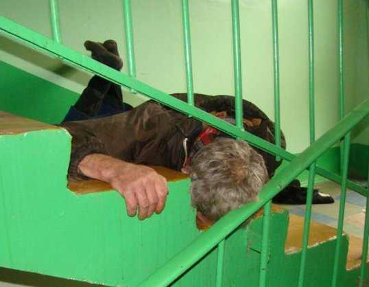 В Брянске пьяный вор уснул возле украденного велосипеда
