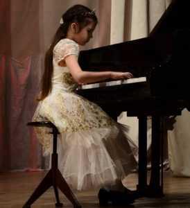 На конкурсе талантов брянских ребят наградили за музыку и стихи
