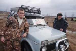 Во время гонок в Брянске джипы ныряли в грязь и теряли водителей