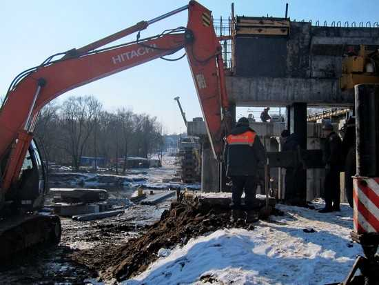 В Брянске строители Первомайского моста проткнули Десну